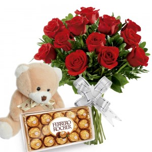 Buque 12 Rosas Vermelhas com Bombons e Pelúcia