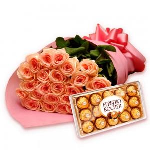 Buquê luxo de rosas salmao com chocolates