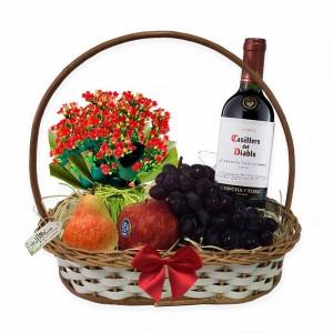 Cesto com Vinho, frutas e flores