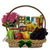 Cesta de Café da Manhã Delicado com Flores, Frutas e Chocolates
